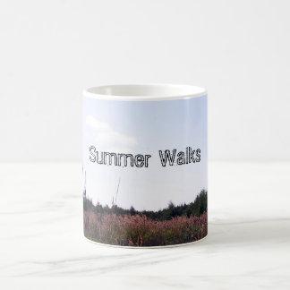 El verano camina taza