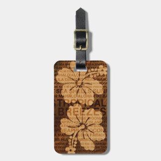 El verano redacta falsas etiquetas de madera etiquetas para maletas