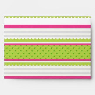 El verde blanco rosado lindo raya el modelo de lun sobres