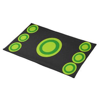 El verde circunda la estera de lugar manteles individuales
