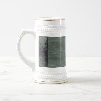 El verde clavó la textura de acero jarra de cerveza