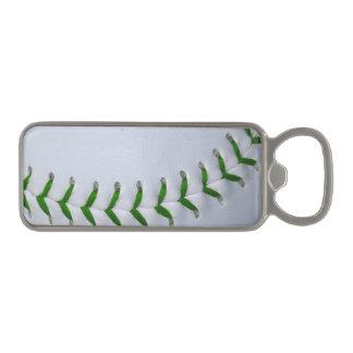 El verde cose béisbol/softball abrebotellas magnético