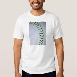 El verde cose béisbol/softball poleras