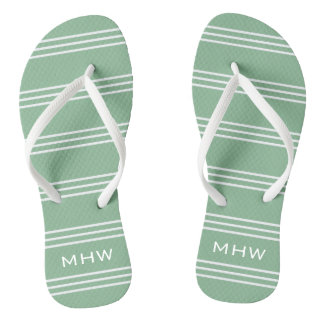 El verde de musgo raya las sandalias de encargo