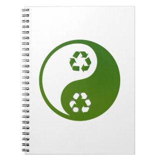el verde de yang del yin recicla la ecología theme libros de apuntes con espiral