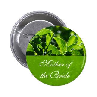 El verde deja a la madre del boda de la novia pin redondo de 2 pulgadas