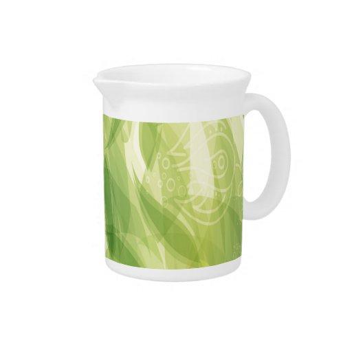 El verde deja el fondo jarra para bebida