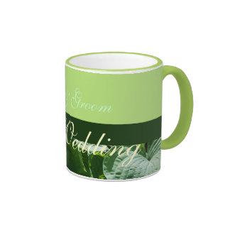 el verde del recuerdo del boda deja la taza