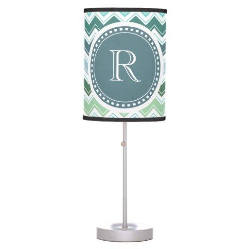 El verde elegante del monograma sombrea el modelo  lámpara de mesilla de noche