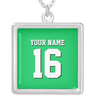 El verde esmeralda se divierte el jersey de equipo collar plateado