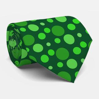 El verde mancha la corbata