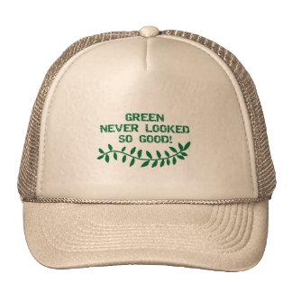 El verde nunca miraba las camisetas y los regalos  gorro