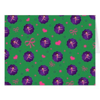 El verde protagoniza al gimnasta púrpura de la tarjeta de felicitación grande