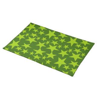El verde protagoniza la estera de lugar manteles individuales