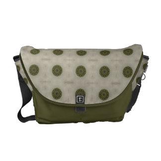 El verde puntea la bolsa de mensajero bolsas de mensajería