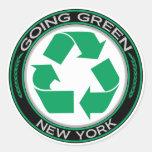 El verde que va recicla Nueva York Pegatina Redonda