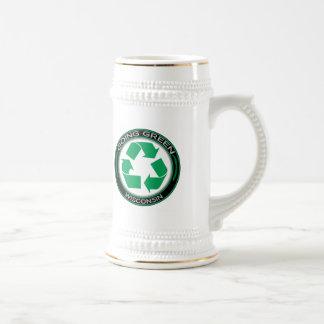 El verde que va recicla Wisconsin Jarra De Cerveza