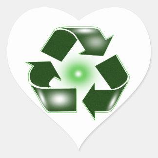 El verde recicla al pegatina del corazón del
