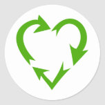 El verde recicla el corazón etiqueta redonda
