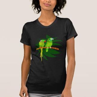 El verde repite mecánicamente la ropa poleras