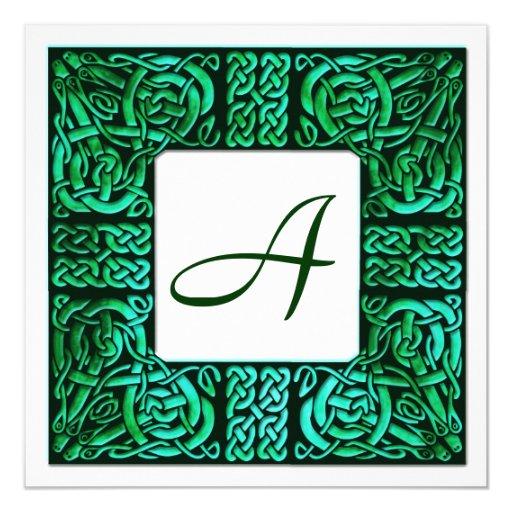 El verde riega la invitación con monograma céltica