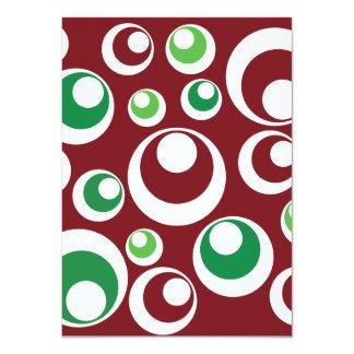 El verde rojo del navidad festivo circunda el invitación personalizada