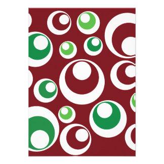 El verde rojo del navidad festivo circunda el mode invitación personalizada
