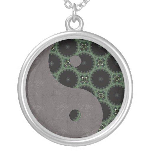El verde rueda Yin Yang Collares