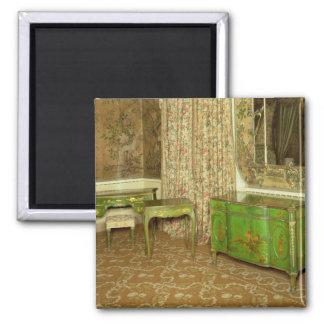 El verde y el oro laquean los muebles en el estado iman de nevera