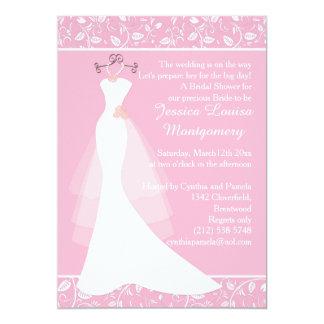 El vestido de boda en ducha nupcial rosada invita invitación 12,7 x 17,8 cm