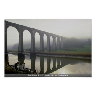 El viaducto ferroviario que cruza el río más domés poster