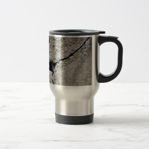 El viaje asalta el hormigón agrietado el | tazas de café