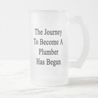 El viaje para sentir bien a un fontanero ha taza de cristal