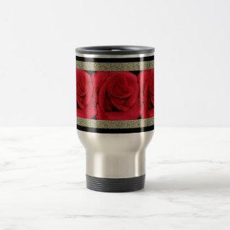 El viajero exótico del viaje de los rosas rojos as taza de café