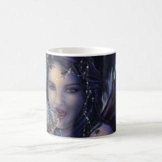 El vidrio de la libélula taza de café