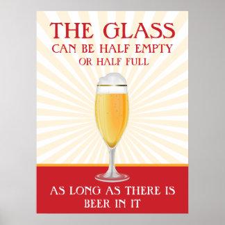 El vidrio puede ser semilleno - poster de la cerve