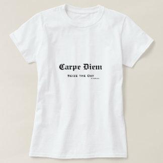 El viejo latín inglés Carpe Diem agarra el día Polera