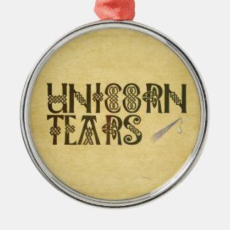 El viejo unicornio del papel de pergamino rasga el adorno navideño redondo de metal