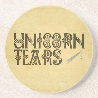 El viejo unicornio del papel de pergamino rasga el posavasos para bebidas