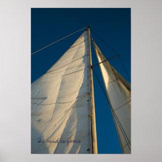 El viento es el suyo, velas viejas sobre el cielo  póster