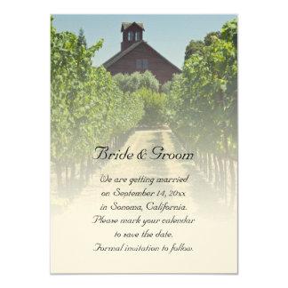 """El viñedo y el boda rojo rústico del granero invitación 4.5"""" x 6.25"""""""