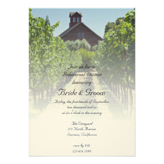El viñedo y la cena roja del ensayo del granero in invitaciones personalizada