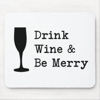 El vino de la bebida y sea feliz alfombrillas de ratón