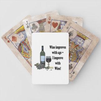¡El vino mejora con edad, yo mejora con el vino! Baraja De Cartas Bicycle