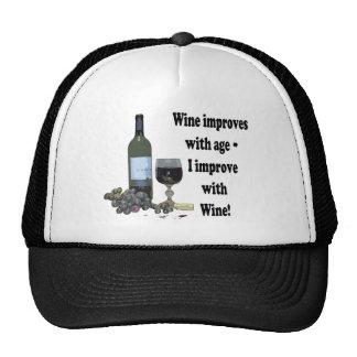 ¡El vino mejora con edad, yo mejora con el vino! Gorro De Camionero