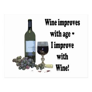 ¡El vino mejora con edad, yo mejora con el vino! Postal