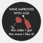 El VINO MEJORA CON el pegatina del vino de la EDAD