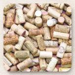 El vino tapa el práctico de costa del corcho con c posavasos de bebida