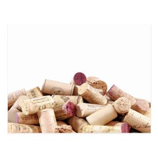 El vino tapa la postal con corcho