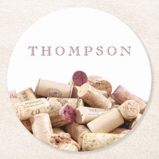 El vino tapa los prácticos de costa con corcho de posavasos de cartón redondo